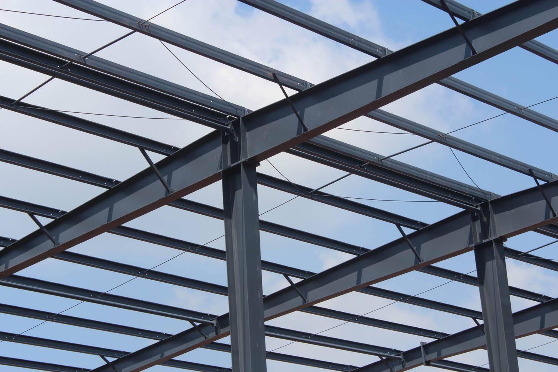 1,2层钢结构主梁,次梁安装完成后,发现有两处柱体出现外胀现象,经