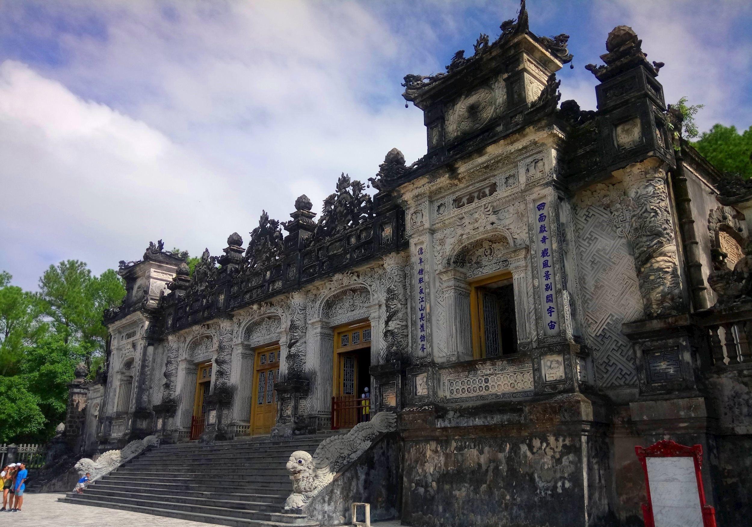 越南最后攻略一座陵,装饰中西合璧,大量使用汉字做建筑皇帝生命线二图片